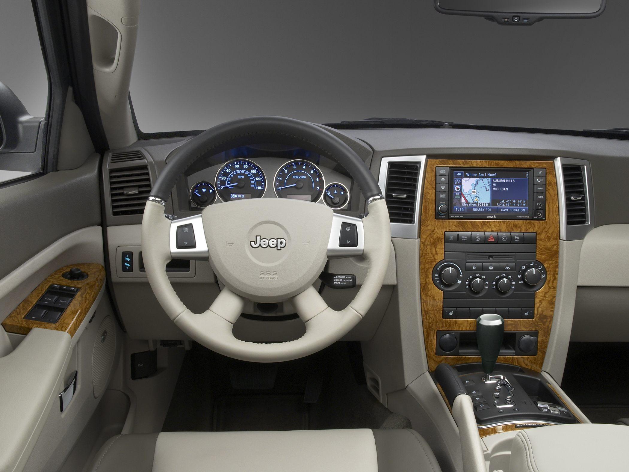 Jeep-Grand-Cherokee-2010-interior