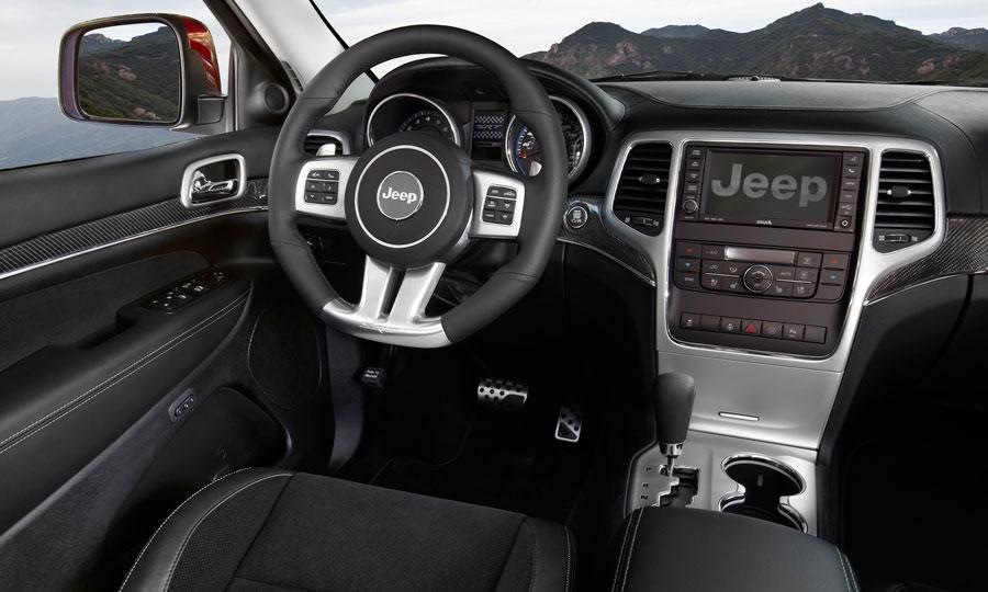 Jeep-Grand-Cherokee-SRT8-2012-interior